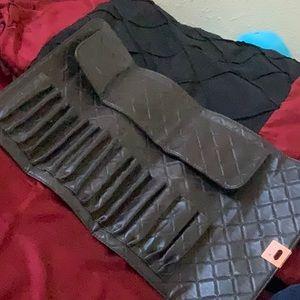 Tri-fold brush holder